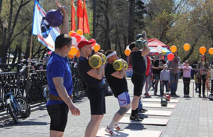 «Рекорд победы» вИркутске: 400 участников подняли гирю 26298 раз
