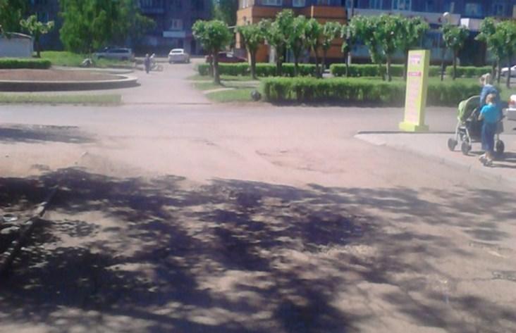 ВБратске милиция ищет водителя иномарки, сбившего коляску смладенцем