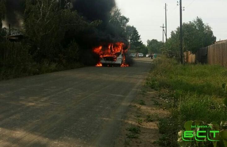 Автобус дачного маршрута находу зажегся вБратске